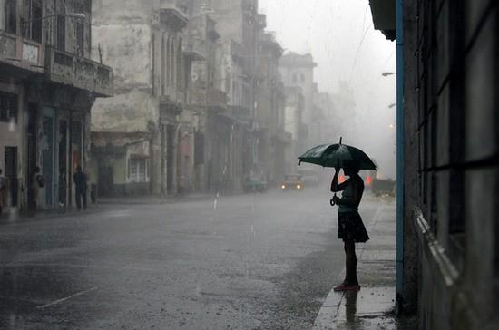 hujan jek.. kapan tekomu?