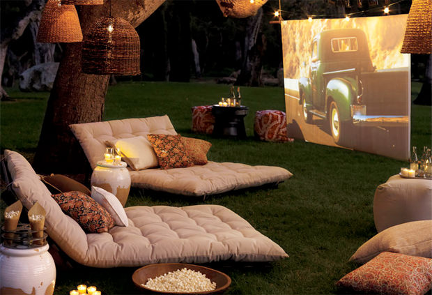 outdoor-home-theater-1_mini