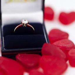 7 Hadiah paling romantis buat wanita