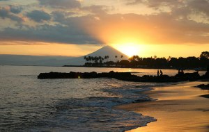 wisata-pantai-senggigi-lombok-3